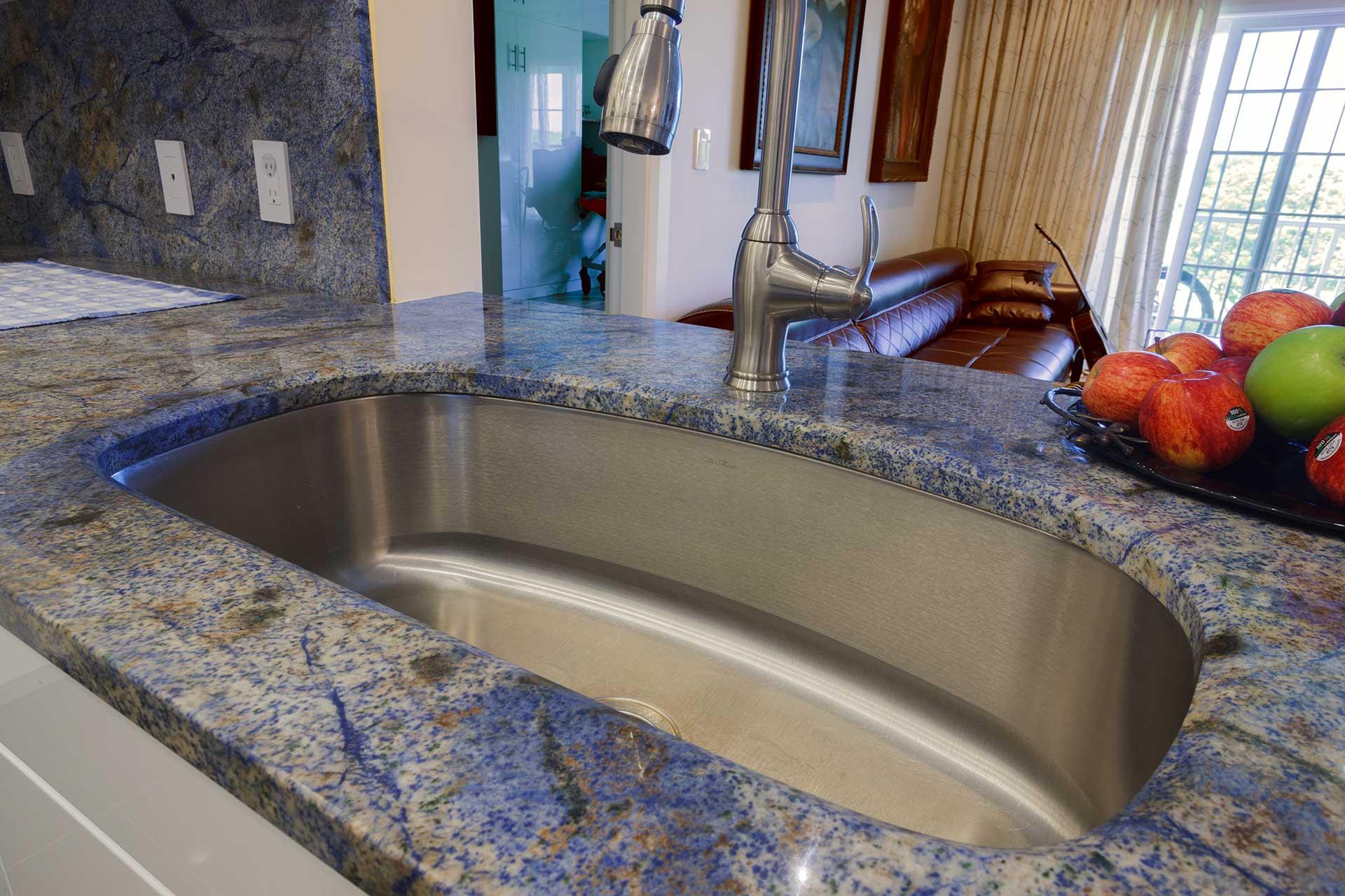 Long Crescent Sink
